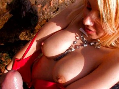 Blonde Alyssa Cole rubs gives good blow in POV